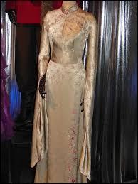 Qui porte cette robe ?