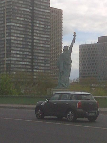 Combien existe-t-il de statue de la Liberté à Paris ?