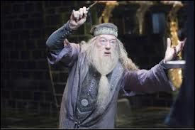 Puis Voldemort et Dumbledore se battent, mais de quelle couleur est le premier rayon de Dumbledore ?