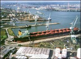 Anvers, chef-lieu de province dans la Région flamande, est un des plus grands ports au monde mais aussi le cœur de l'industrie de (du) ….