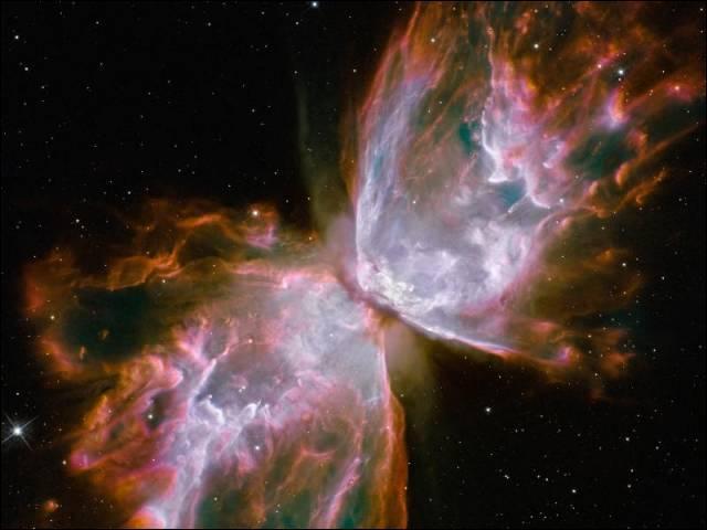 """Voici la mort d'une étoile au centre des projections gazeuses chauffées. Selon certaines théories, si l'Univers est bien courbe, les Trous de vers seraient des """"raccourcis"""" espace-temps pour y voyager. A-t-on prouvé l'existence des trous de vers, comme on a prouvé celle des Trous noirs ?"""