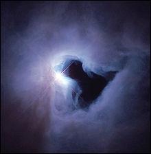 Ceci est une nébuleuse, formation astrale qu'on trouve au sein des galaxies. La nébuleuse, ce sont les gaz des galaxies, quand ceux-ci se trouvent à proximité... ?