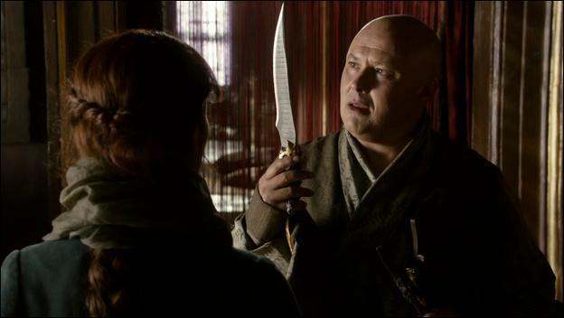 Catelyn et Rodrik arrivent à Port-Réal afin de déterminer la provenance de la dague. Petyr Baelish la reconnaît aussitôt car elle lui appartenait mais qui d'après lui l'aurait-il gagné lors d'un pari ?
