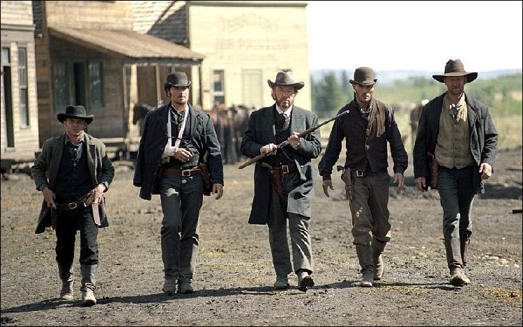 D'après le making-of du film, combien de balles à blanc ont été tirées pour pouvoir tourner la scène de la fusillade finale qui ne dure pas moins d'un quart d'heure dans le film ?