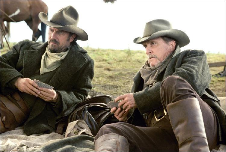 Afin de terminer le tournage du film, Kevin Costner est allé a bout de lui-même. Après avoir souffert d'une laryngite, qu'a-t-il dû endurer ?