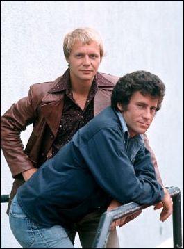 Qui sont ces deux flics qui obéissent au capitaine Dobey ?