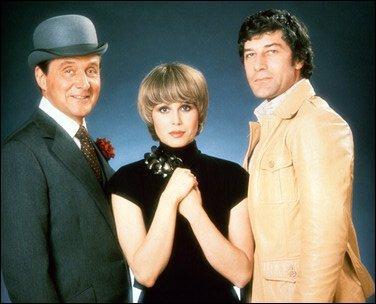 Dans quelle série, John Steed est-il accompagné de Purdey et Gambit ?