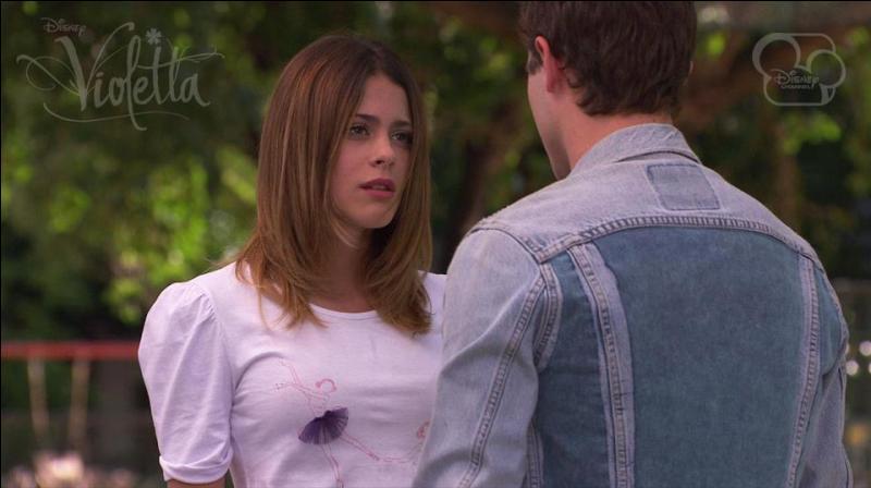 De qui est-elle amoureuse dans Violetta ?