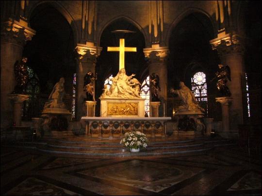 Et cette partie comprenant l'autel et représentant la tête du Christ ?