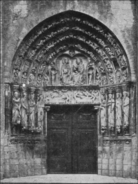 Quel est le nom de l'entrée d'une église ?
