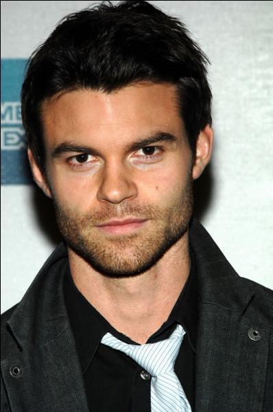 Qui est l'acteur qui joue Elijah Mikealson ?