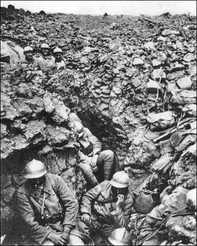 Quel surnom ne donne-t-on pas aux soldats français sur le Front ?