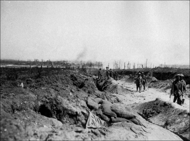 Deux grandes batailles marquent l'année 1916. Quelle est l'intruse ?
