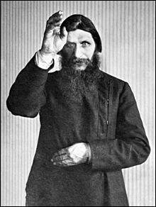 Félix Felixovitch Ioussoupov possédait une fortune immense et des bâtiments à Saint-Pétersbourg. Il est connu pour avoir été le chef d'une conspiration contre un personnage douteux, mais célèbre. Lequel ?