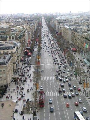 Comment s'appelle cette rue longue de plusieurs kilomètres et centre énergétique de la ville ?