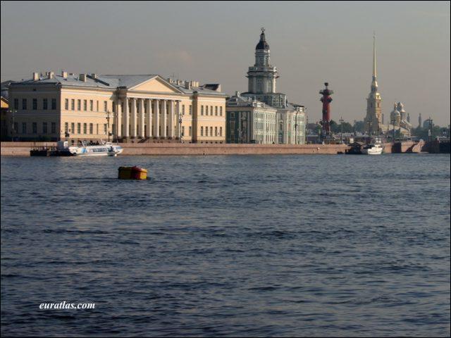 Quelle rivière traverse Saint-Pétersbourg ?