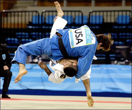 Quel est ce sport d'origine japonaise, où des français tels David Douillet ou Teddy Riner ont brillé ?