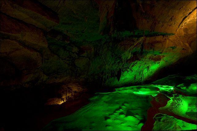 Quel est le surnom de la Grotte de la Cocalière ?