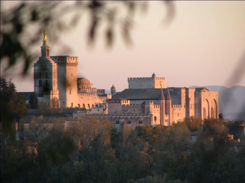 Parmis ces trois monuments, lequel n'est pas classé au patrimoine mondial de l'humanité par l'Unesco ?
