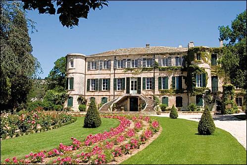 Le Château d'Estoublon appartient à :