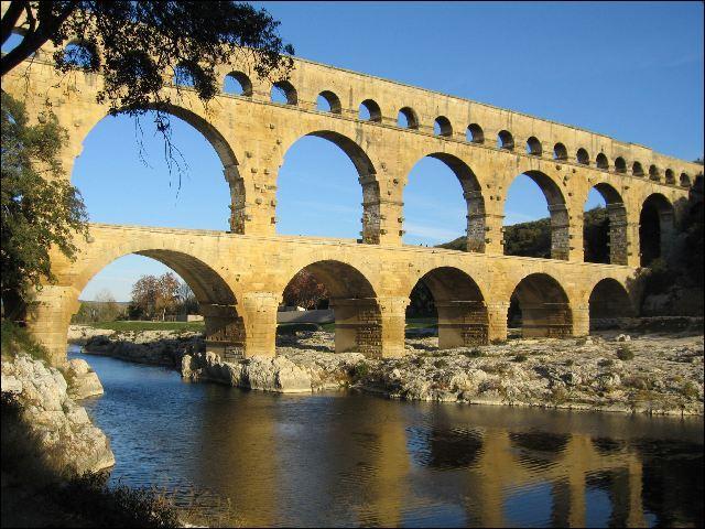 Le plus haut pont-aqueduc connu du monde romain est :