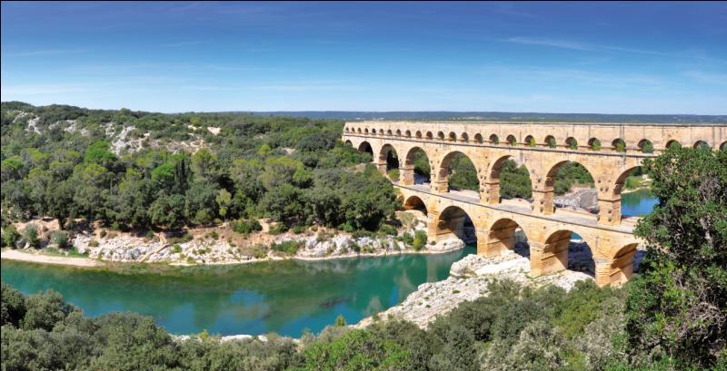 Le pont du Gard mesure :