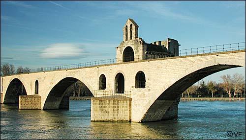 Le dernier effondrement du pont d'Avignon (Pont Saint-Bénézet) date du :