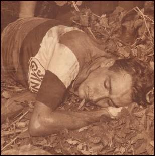 Rouleur hors-norme, favori logique du Tour de 1960, il bascule dans un ravin dans la descente du col du Perjuret entre Millau et Avignon... ... .