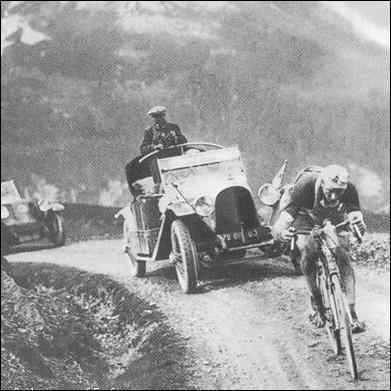Pour quelle raison Octave Lapize hurle-t-il aux organisateurs du Tour lors de la 10 ème étape, le 21 juillet 1910 :  Vous êtes des criminels !   ?