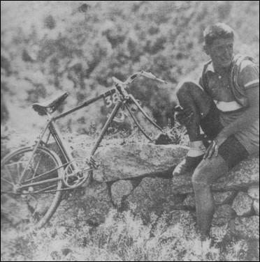 En 1934, pour quel leader René Vietto se sacrifie-t-il en lui donnant sa roue ?