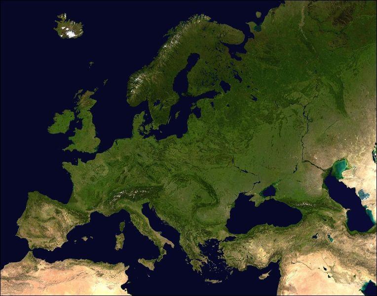 En observant cette image satellite, cochez l'information qui ne caractérise pas l'Europe