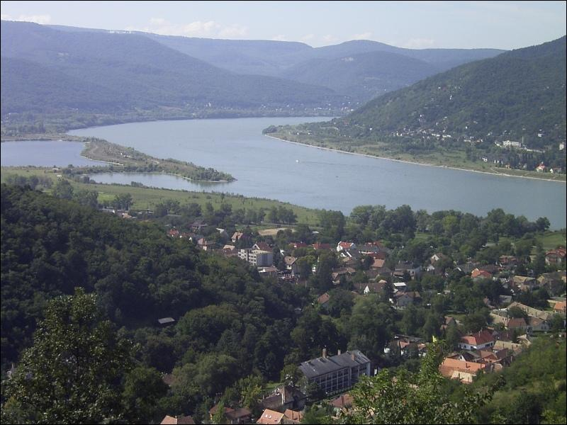 Ce grand fleuve européen traverse 10 pays et 4 capitales avant de se jeter dans la mer Noire :