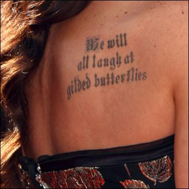 Derrière cette citations tatouée, se cache une star. Laquelle ?