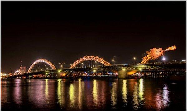 Dans quel pays asiatique se trouve le Dragon Bridge ?