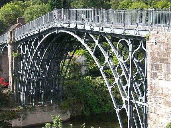 En quelle matière est fait le Iron Bridge ?