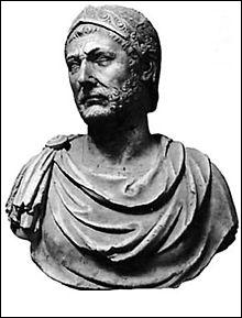 Qui est ce général et homme politique carthaginois, généralement considéré comme l'un des plus grands tacticiens militaires de l'histoire ?