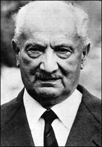 Ce philosophe allemand, fondateur de l'existentialisme, voulait avant tout établir une ontologie, c'est-à-dire clarifier la question de l'être. Qui est-ce ?