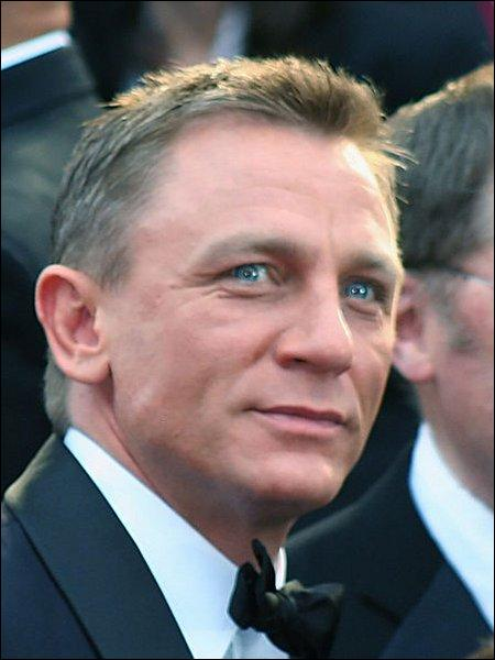 Daniel Craig est l'actuel James Bond :