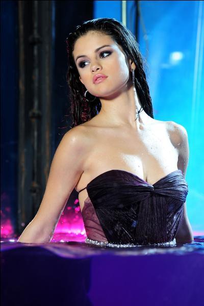 Comment s'appelait-elle lorsqu'elle a joué dans  Hannah Montana  ?