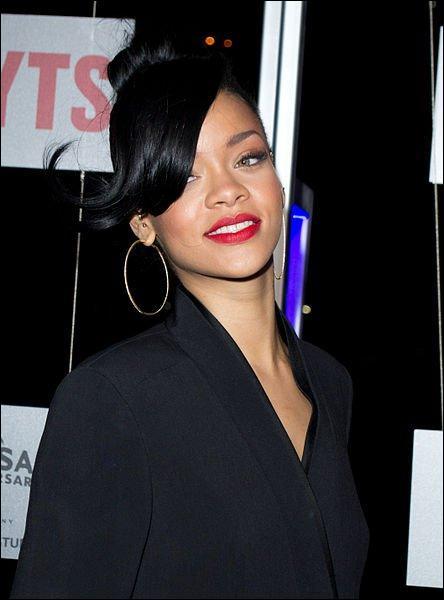 À quel âge Rihanna a-t-elle commencé sa vie de chanteuse ?