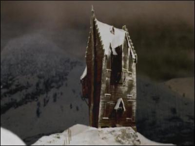 A Pré-au-lard, justement, comment se nomme la cabane hantée ?