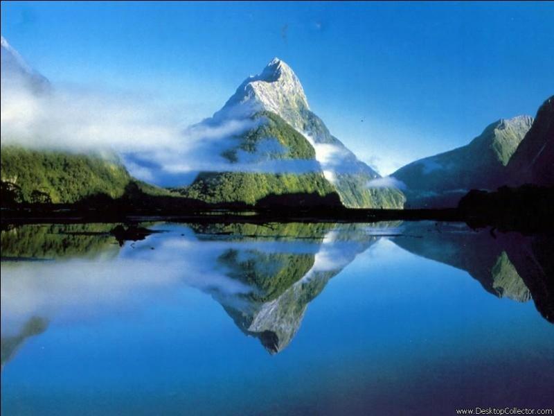 Mon premier est un oiseau bavard. Mon deuxième est une note de musique. Mon troisième se trouve au milieu du visage. Mon tout est un massif montagneux.