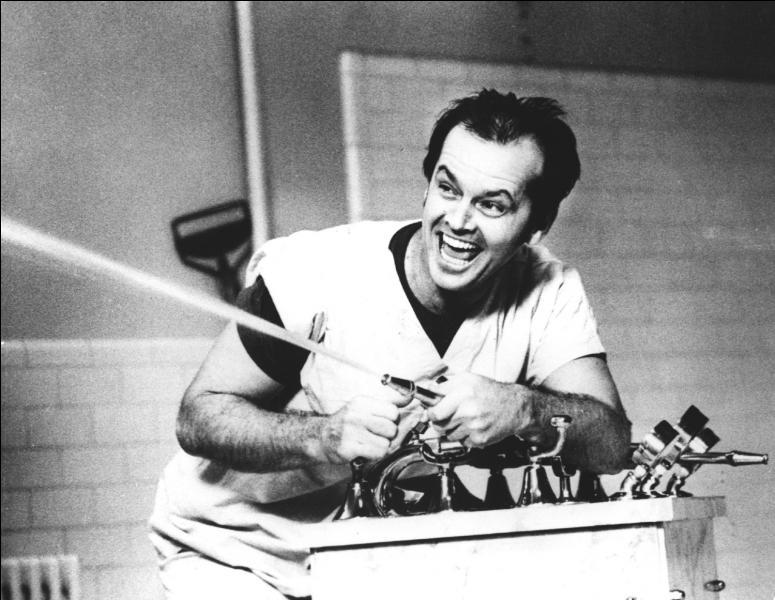 Dans lequel de ces films, Jack Nicholson joue-t-il le rôle d'un patient dans un hôpital pour attardés ?