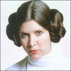 Dans  Star Wars , qui interprète le rôle de Princesse Leïa  ?