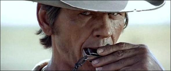 Dans lequel de ces films, Charles Bronson joue-t-il de l'harmonica ?