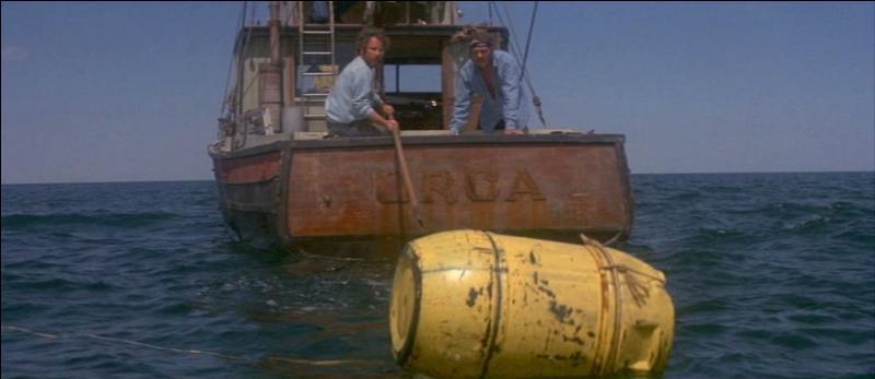 Dans  Les Dents de la Mer , combien de barils le requin parvient-il à couler ?