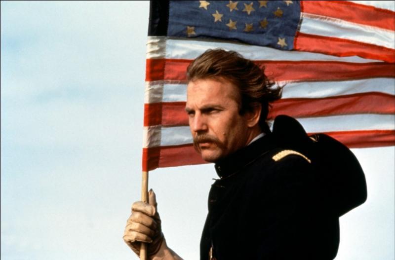 Dans le film  Danse avec les Loups , qui joue le rôle du Lt. John J. Dunbar ?