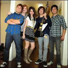 En quelle année le groupe ''Selena Gomez and the Scene'' s'est-il fondé ?
