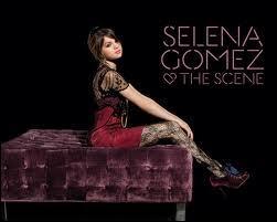 Et de singles (sans compter ceux qui appartiennent à la carrière solo de Selena ) ?