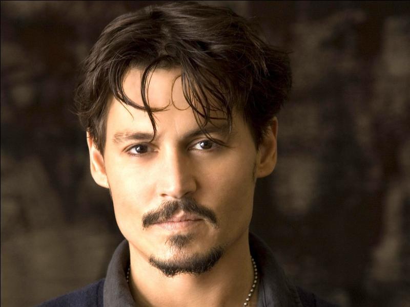 Quel est le nom de l'acteur qui joue le capitaine Jack Sparrow ?